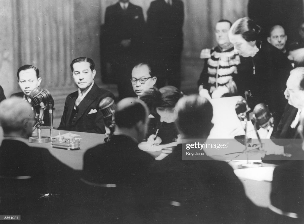 Queen Juliana of the Netherlands at the ceremony of Transfer of Sovereignity of Indonesia. Left to right: Sultan Hamid, Prime Minister Mohammed Hatta, Queen Juliana at the ceremony at the Royal Palace in Amsterdam. The Dutch Prime Minister M Drees is obscured on the right of the picture.
