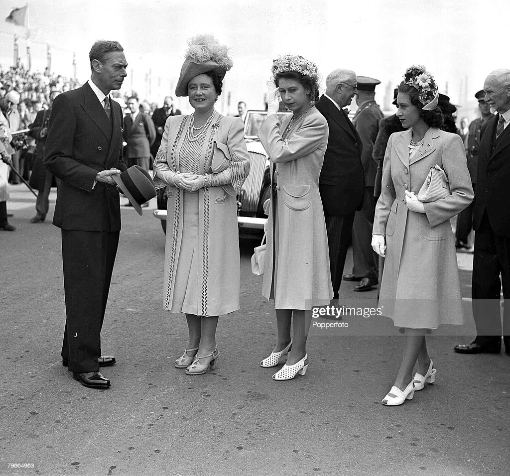 28th April 1947, King <a gi-track='captionPersonalityLinkClicked' href=/galleries/search?phrase=George+VI&family=editorial&specificpeople=11395120 ng-click='$event.stopPropagation()'>George VI</a>, Queen Elizabeth, later the Queen Mother, Princess Elizabeth, later Queen <a gi-track='captionPersonalityLinkClicked' href=/galleries/search?phrase=Elizabeth+II&family=editorial&specificpeople=67226 ng-click='$event.stopPropagation()'>Elizabeth II</a>, and Princess Margaret in Cape town during the royal tour of South Africa