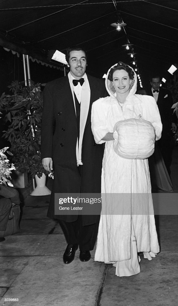 American actors Cesar Romero (1907 - 1994) and Joan Crawford (1905 - 1977) at the Hollywood premiere of director Victor Fleming's film 'Gone with the Wind,' California. Romero wears a tuxedo, and Crawford wears a long gown with a white fur muff.