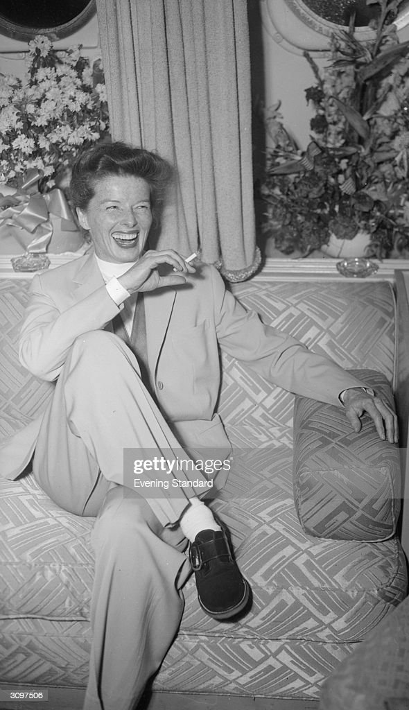 American film actress <a gi-track='captionPersonalityLinkClicked' href=/galleries/search?phrase=Katharine+Hepburn&family=editorial&specificpeople=203012 ng-click='$event.stopPropagation()'>Katharine Hepburn</a> (1907 - 2003) on her arrival in London to play the lead in GB Shaw's 'The Millionairess'.