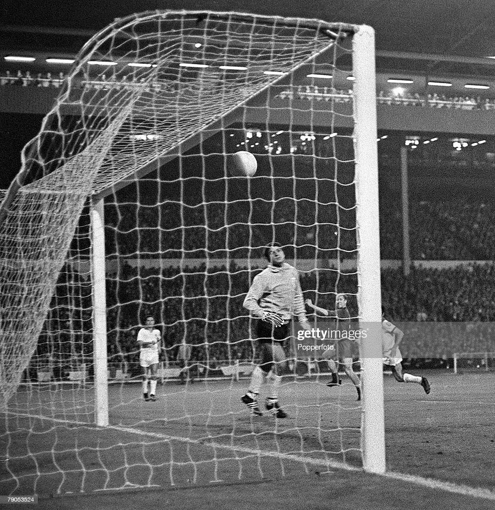 29th MAY 1968 European Cup Final Wembley London Manchester United v Benfica Manchester United's captain Bobby Charlton scores his second and United's...