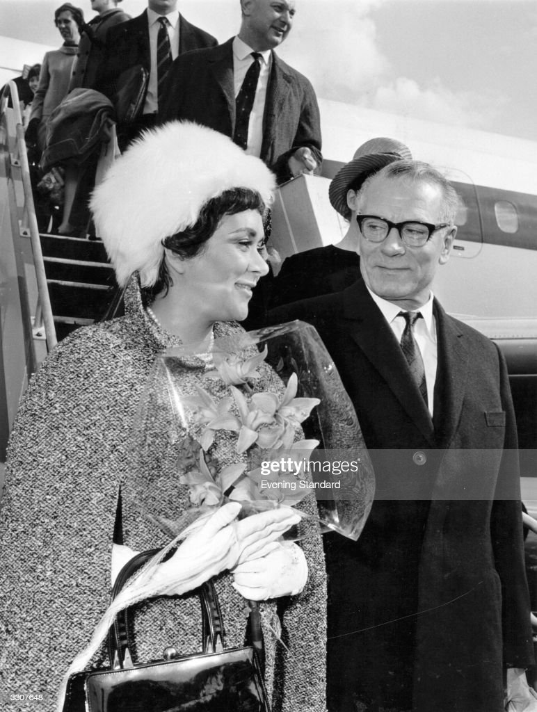 English actor and director <a gi-track='captionPersonalityLinkClicked' href=/galleries/search?phrase=Laurence+Olivier&family=editorial&specificpeople=80991 ng-click='$event.stopPropagation()'>Laurence Olivier</a>, (1907 - 1989), and his wife, actress <a gi-track='captionPersonalityLinkClicked' href=/galleries/search?phrase=Joan+Plowright&family=editorial&specificpeople=217859 ng-click='$event.stopPropagation()'>Joan Plowright</a>, arrive at Moscow for a tour.