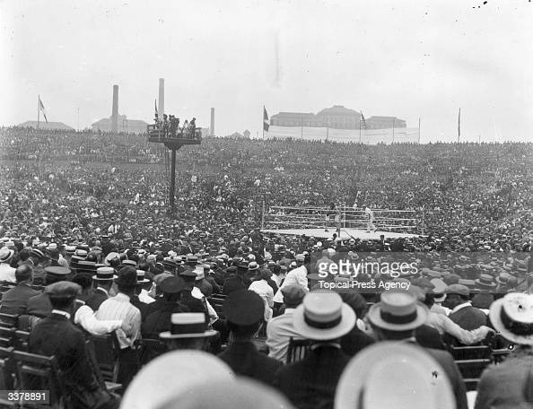 A general view of the crowd watching the world heavyweight title fight between the current champion Jack Dempsey of the USA and French contender...