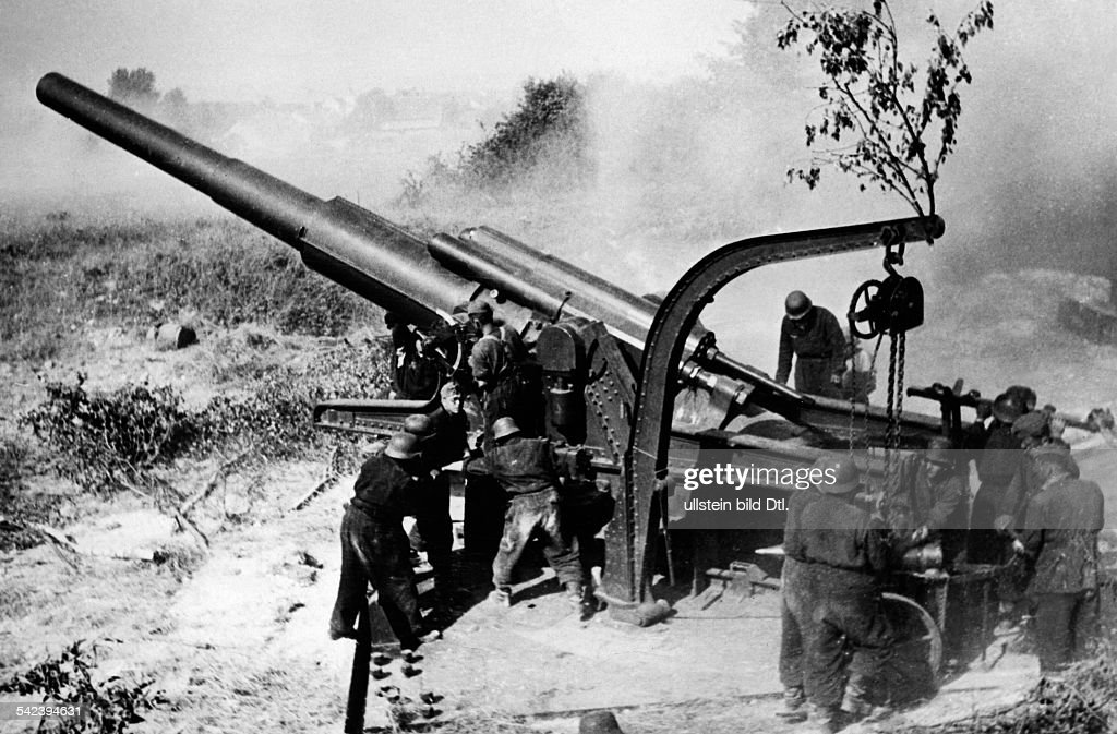 campaign in the west 1940 German offensive across the Aisen/Somme from 05June on Heavy german artillery shellíng french positions at the Aisne about...