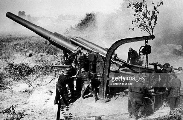 2ww campaign in the west 1940 German offensive across the Aisen/Somme from 05June on Heavy german artillery shellíng french positions at the Aisne...