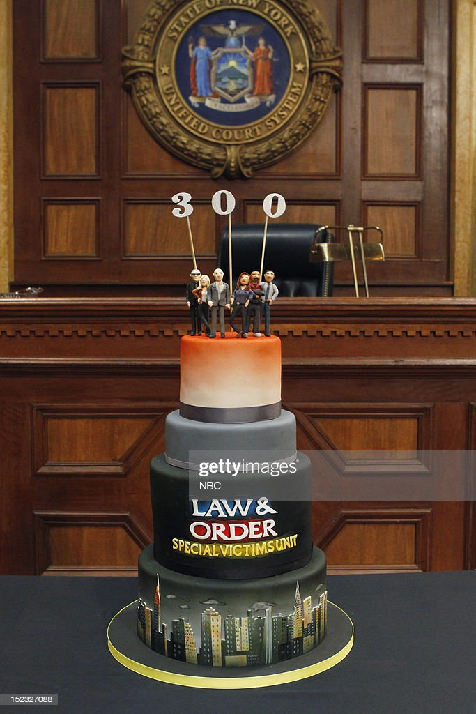 UNIT -- 300th Episode Celebration -- Pictured: Law & Order: Special Victims Unit 300th Episode Celebration cake --