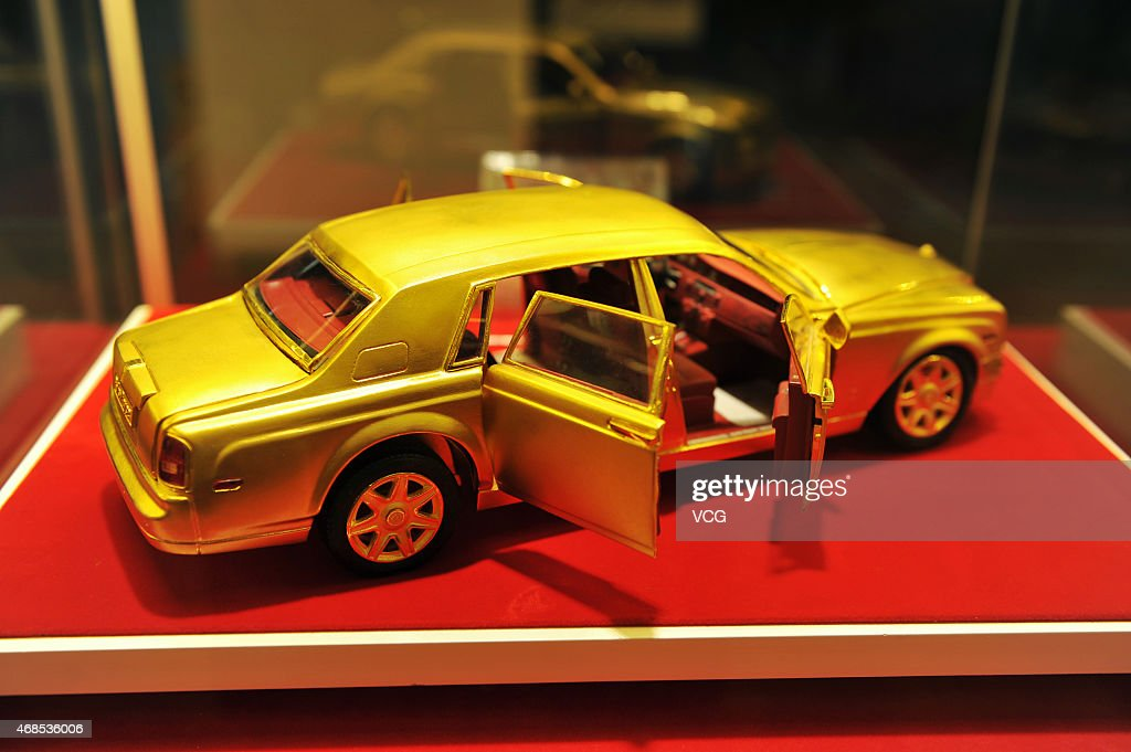 rolls royce 2015 gold. a 30centimeterlong five kilogram rollsroyce model made of gold rolls royce 2015 t