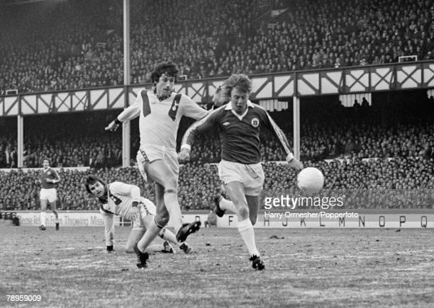 30th December 1978 Goodison Park Everton Everton 1 v Tottenham Hotspur 1 John Pratt of Spurs is left grounded as teammate John Lacy and Everton's...