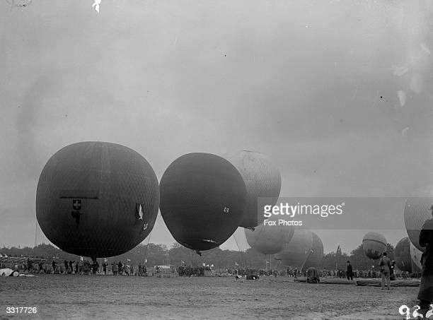 Balloons in the Gordon Bennett Balloon race at Antwerp at the 'off'