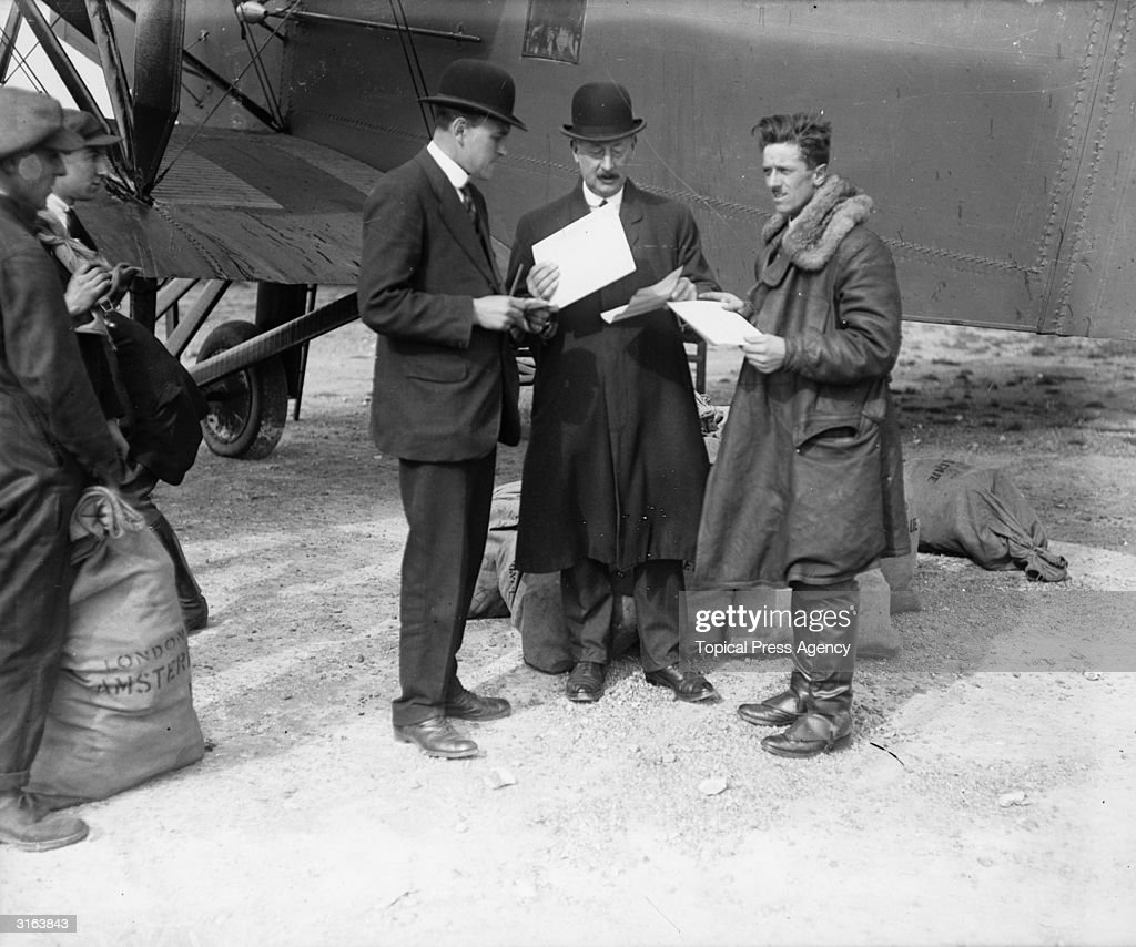 Captain F L Barnard (right) stands by his Handley Page aircraft and receives final instructions for the carrying of mail during the railway strike. Captain Barnard, was Chief Pilot for the Instone Air Line and piloted the winning aircraft in the first Kingfs cup air race in 1922 in an aircraft entered by Sir Samuel Instone