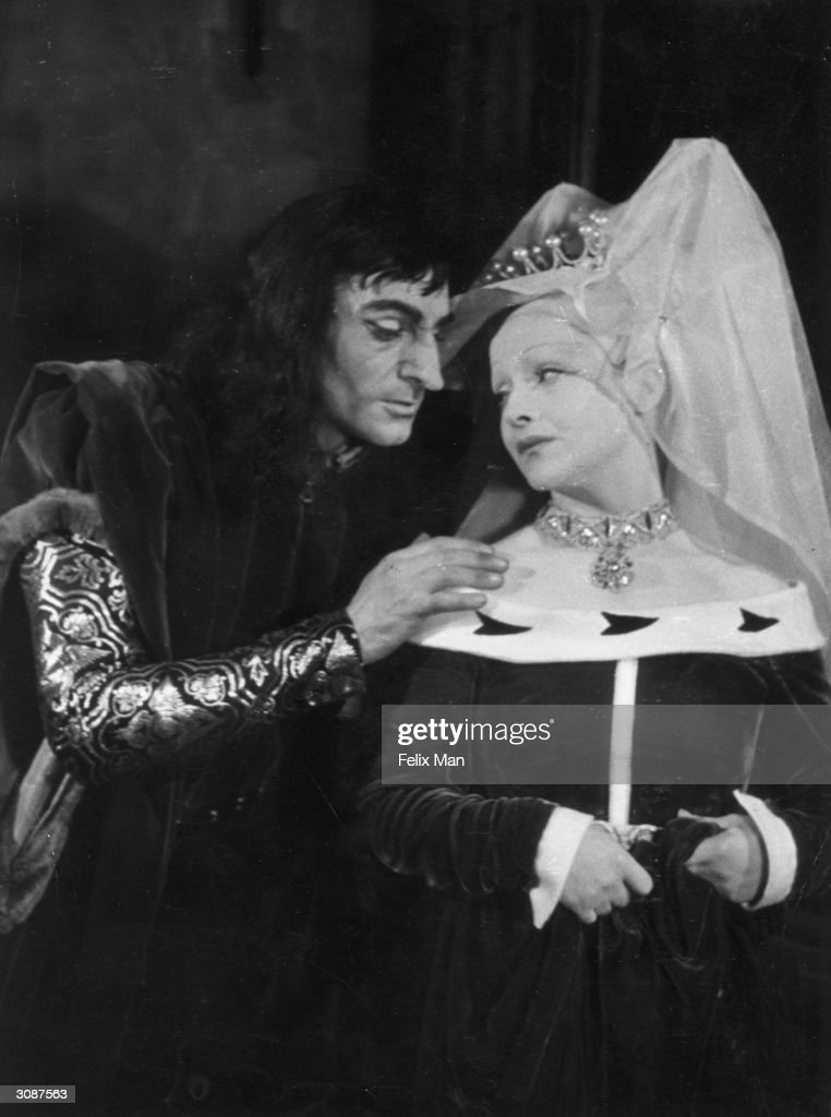 Joyce Redman with Laurence Olivier (1907 - 1989) as the King in Richard III. Original Publication: Picture Post - 1812 - A Great Repertory Season - pub. 1944
