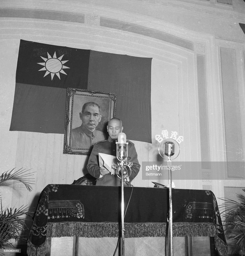 chiang kai shek standing at microphone pictures getty images