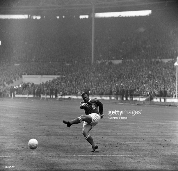 Hungarian born footballer superstar Ferenc Puskas inside left for Real Madrid and his adopted country Spain in action