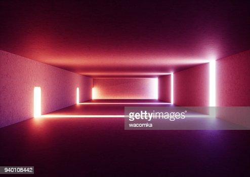 3D render de interior pasillo vacío iluminado amplio resumen de hormigón gris, brillantes líneas rojas con el sombra, túnel de luz del día sin salida, los rayos de luz violetas, espacio minimalista : Foto de stock