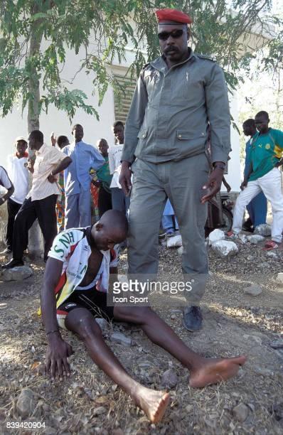 3eme Tour International du Cameroun 2eme v⌐tape Maroua Mokolo Martinien Tega vainqueur de l'v⌐dition 2004 du Tour aprv°s sa chute peu avant la ligne...