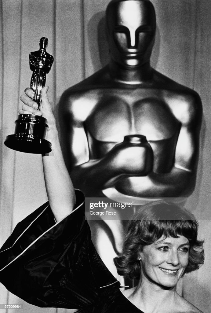 Actress Vanessa Redgrave proudly displays her Oscar for 'Best Supporting Actress' for her performance in the '77 film 'Julia' backstage during the 1978 Academy Awards.