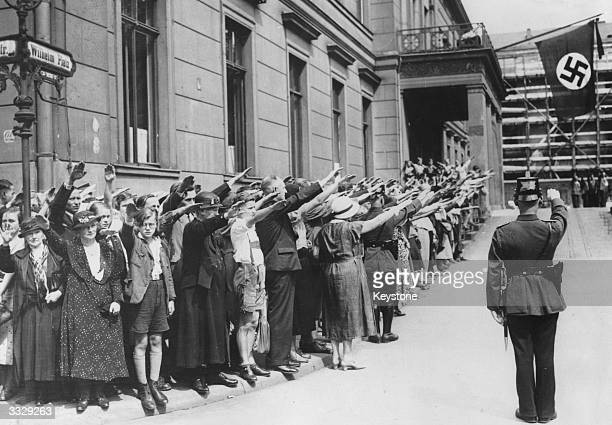 Crowds giving a nazi salute in front of the Ministry of Propaganda in Berlin as a last tribute to the late President Hindenburg