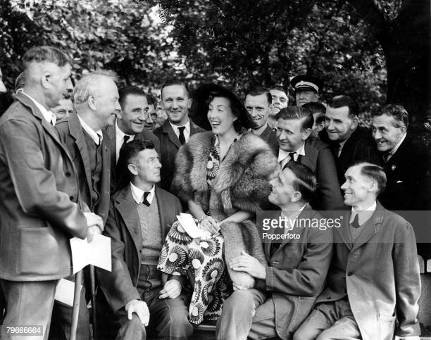 3rd August 1950 London England The Forces Sweetheart Vera Lynn sings a song to some of the assembled guests disabled members of the Forces at a...