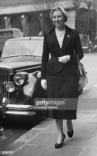 Forces Sweetheart Vera Lynn on her way to testify as a witness at the Old Bailey