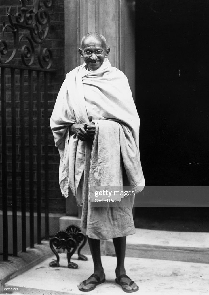 Indian leader <a gi-track='captionPersonalityLinkClicked' href=/galleries/search?phrase=Mahatma+Gandhi&family=editorial&specificpeople=93728 ng-click='$event.stopPropagation()'>Mahatma Gandhi</a> (Mohandas Karamchand Gandhi), outside 10 Downing Street, London. He is in London to attend the Round Table Conference on Indian constitutional reform.