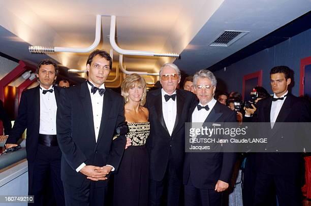 42nd Cannes Film Festival 1989 Festival de Cannes 1989 Jane FONDA avec l'équipe du film 'OLD GRINGO' Jimmy SMITS à sa droite Gregory PECK et le...