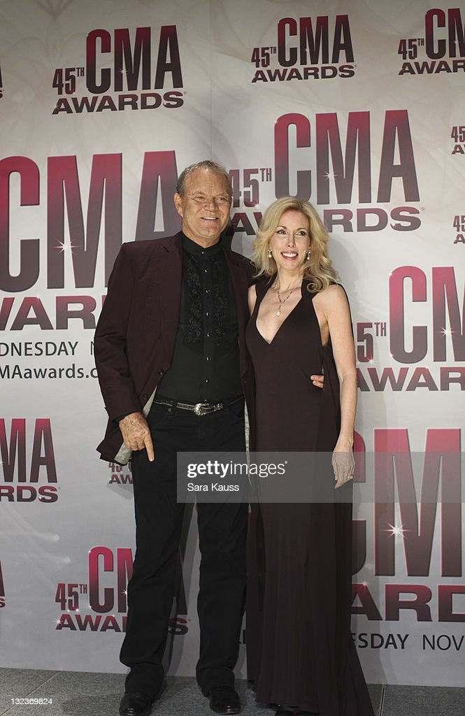 THE 45th ANNUAL CMA AWARDS - GENERAL - 'The 45th Annual CMA Awards' broadcast live on ABC from the Bridgestone Arena in Nashville on WEDNESDAY, NOVEMBER 9 (8:00-11:00 p.m., ET). ((Photo by Sara Kauss / ABC via Getty Images)GLENN