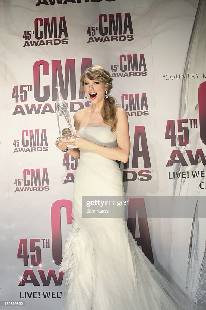 THE 45th ANNUAL CMA AWARDS - GENERAL - 'The 45th Annual CMA Awards' broadcast live on ABC from the Bridgestone Arena in Nashville on WEDNESDAY, NOVEMBER 9 (8:00-11:00 p.m., ET). ((Photo by Sara Kauss / ABC via Getty Images)TAYLOR