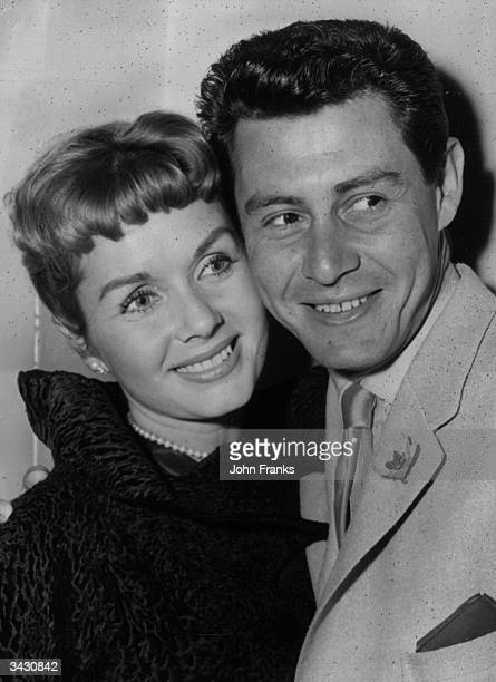 American singing star Eddie Fisher and his wife film star Debbie Reynolds at a press reception Eddie Fisher is to appear at the London Palladium in...