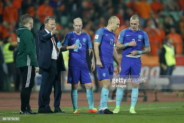 4th official John Beaton coach Danny Blind of Holland Arjen Robben of Holland Davy Klaassen of Holland Rick Karsdorp of Hollandduring the FIFA World...