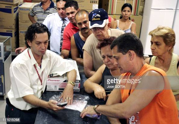50th anniversary of the Cuba revolution in Havana Cuba on Febuary 01st 2009 Cubans are buying DVD players on Wednesday April 30th 2009 at the La...