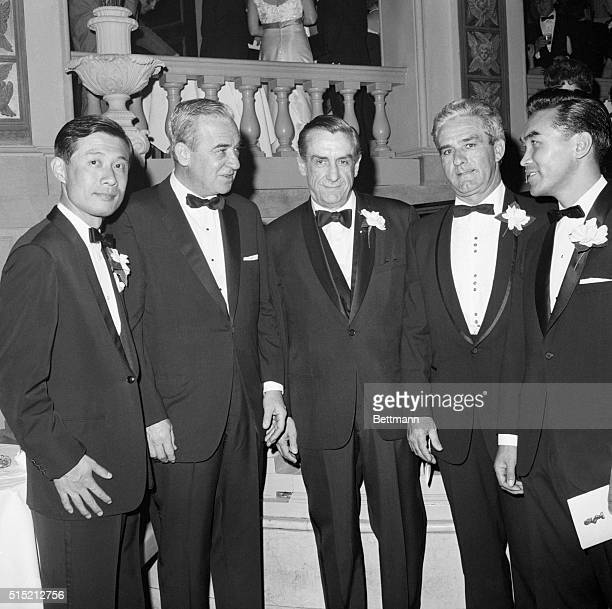 5/10/1966New York NYUnited Press International's Pulitzer Prize winners get together with UPI President Mims Thomason during dinner here May 10...