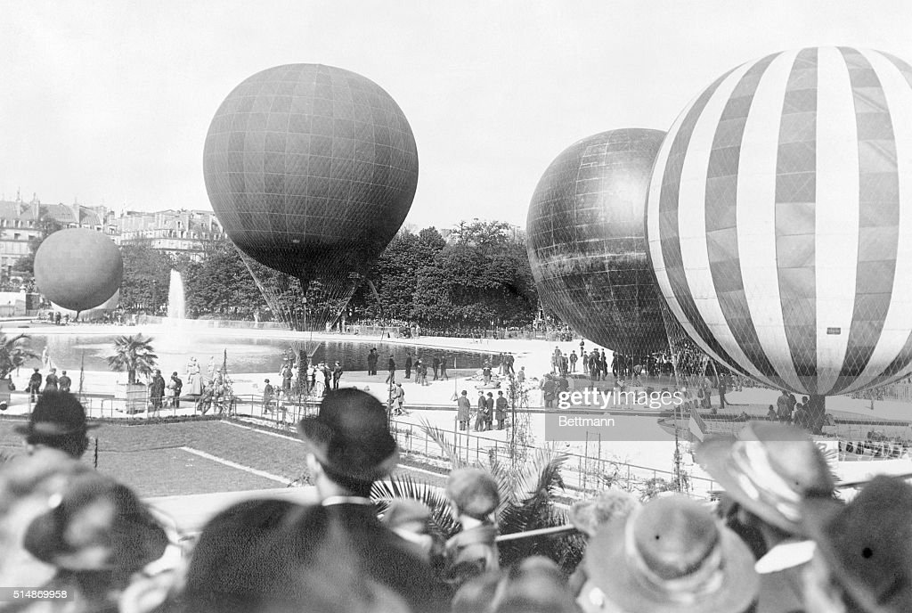 5/27/1922Paris France COMPETING BALLONS IN PARIS GRAND PRIX For the first time since the war the famous Paris Grand Prix for Balloons was held...