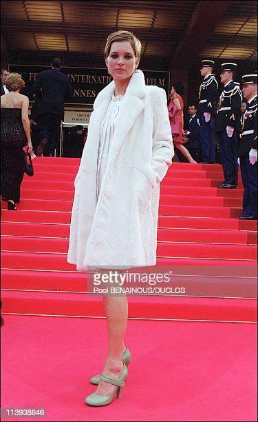 54th Cannes film festival stairs of 'Apocalypse Now Redux' In Cannes France On May 11 2001Kate Moss