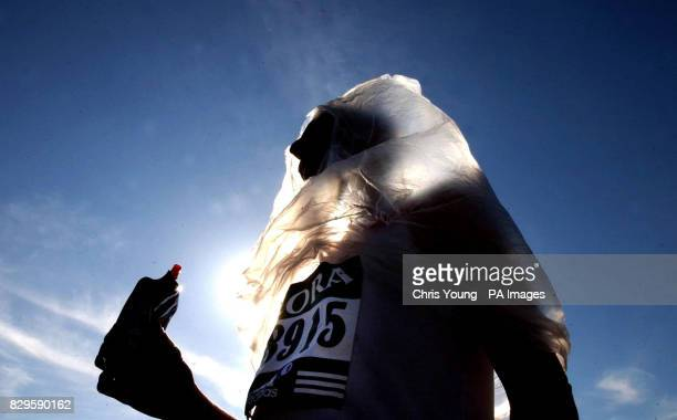 55yearold marathon runner from Pinner Essex Andy Mansi wears an insulating plastic sheet and takes an energy drink as he prepares for the start
