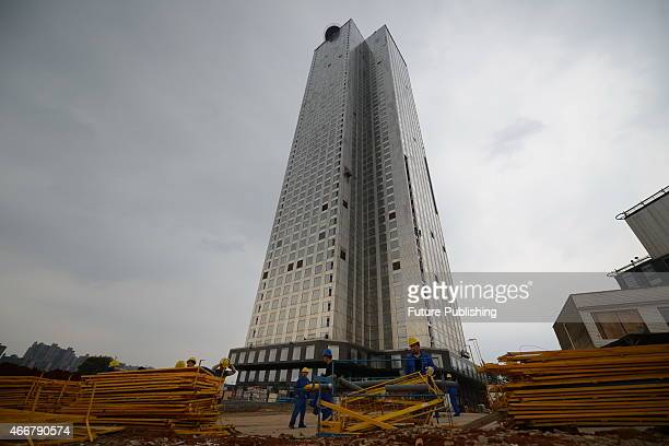 A 57floor Mini Sky City topped out in 19 days on March 17 2015 in Changsha China Local prefabricated constructor Broad Group employed 1200 workers to...
