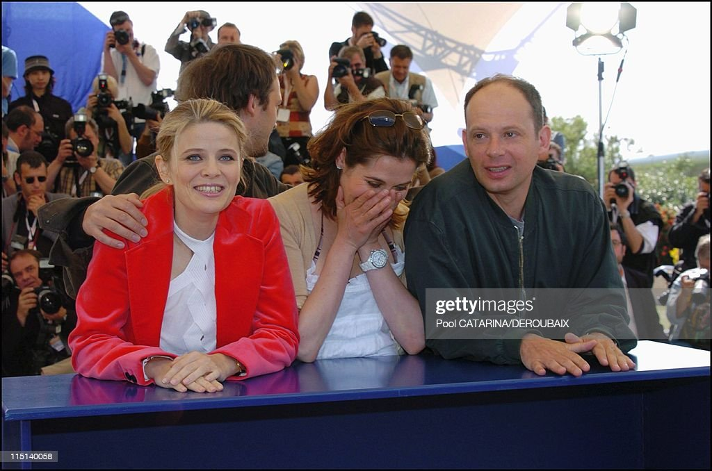 57th Cannes Film Festival. Photo call of 'Bienvenue en Suisse' - 'Welcome to Switzerland', France on May 13, 2004 - <a gi-track='captionPersonalityLinkClicked' href=/galleries/search?phrase=Vincent+Perez&family=editorial&specificpeople=243109 ng-click='$event.stopPropagation()'>Vincent Perez</a>, Lea Fazer, <a gi-track='captionPersonalityLinkClicked' href=/galleries/search?phrase=Emmanuelle+Devos&family=editorial&specificpeople=220367 ng-click='$event.stopPropagation()'>Emmanuelle Devos</a> dressed by Prada, Denis Podalydes.