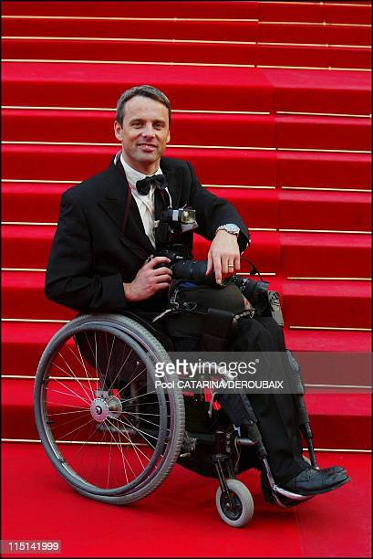 57th Cannes Film Festival photographer Guy Kinziger in Cannes France on May 21 2004 On the red carpet leading to the Palais des Festivals Special...