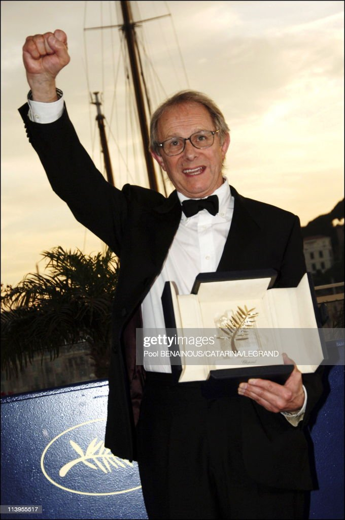 59th Cannes Film Festival. Closing ceremony : photo call of Palme d'or awards in Cannes, France on May 28, 2006-British director <a gi-track='captionPersonalityLinkClicked' href=/galleries/search?phrase=Ken+Loach&family=editorial&specificpeople=233467 ng-click='$event.stopPropagation()'>Ken Loach</a>'s 'The Wind That Shakes the Barley, won the Palme d'Or.