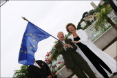 59th Cannes Film Festival Photo call 'Journee de l'Europe' in Cannes France on May 23 2006Viviane Reding European comissioner for information Gilles...
