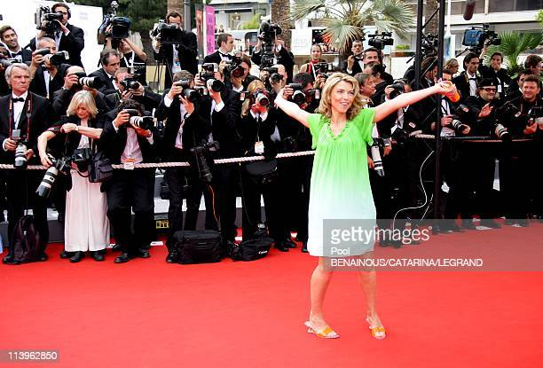59th Cannes Film Festival Stairs of 'The wind that shakes the Barley' in Cannes France On May 17 2006Nathalie Vincent