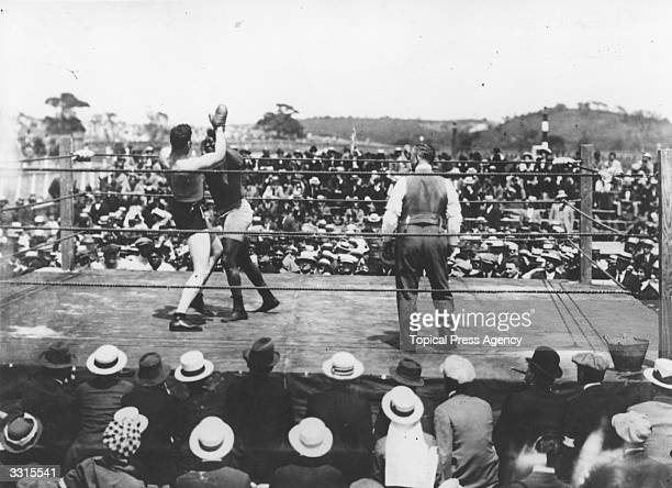 Jack Johnson of the USA world heavyweight title holder since 1908 in action against Jess Willard of the USA at Havana Cuba in 1915 Willard took the...
