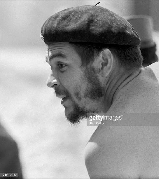 Stripped to the waist Argentineborn revolutionary Ernesto Che Guevara who waged guerrilla warfare with the Castro brothers helps workers on a low...
