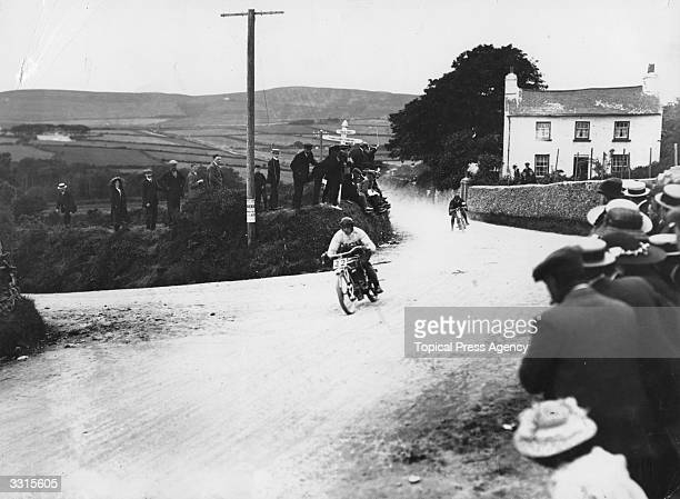Boldt on an NSU leads from Charlie Collier on a Matchless during Isle of Man Tourist Trophy Race