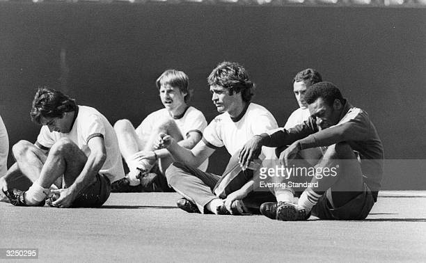 Mike Dillon sitting with Pele and Cosmos colleagues during a training break