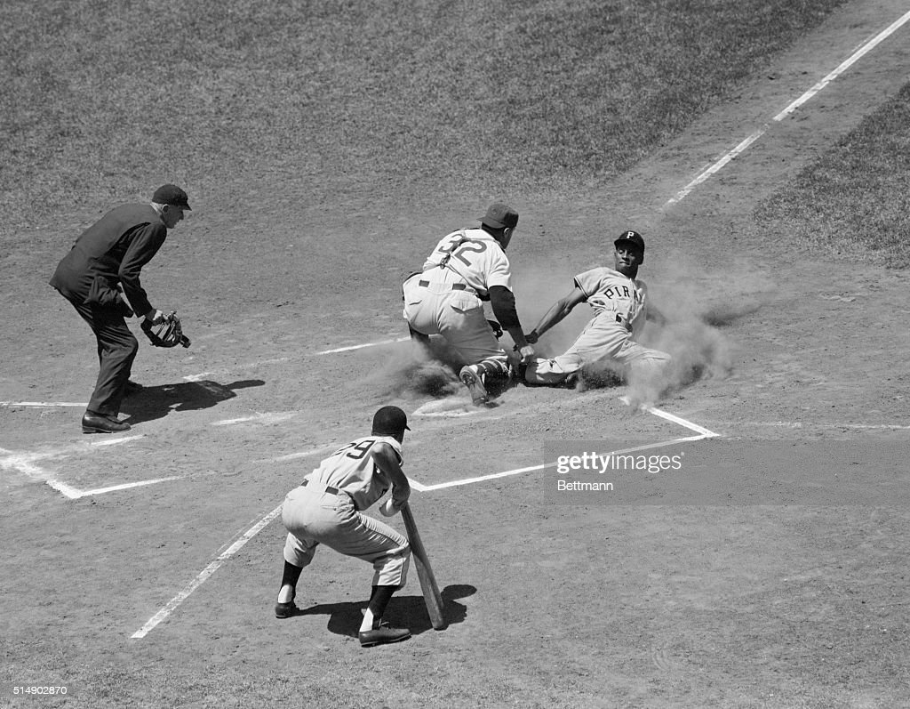 Pirates' outfielder <a gi-track='captionPersonalityLinkClicked' href=/galleries/search?phrase=Roberto+Clemente&family=editorial&specificpeople=206918 ng-click='$event.stopPropagation()'>Roberto Clemente</a> is tagged out at the plate by Cub catcher Harry Chiti on Frank Thomas' hit to left field, in the first inning of the first game. Cub left fielder Hank Sauer threw to Chiti for the out.