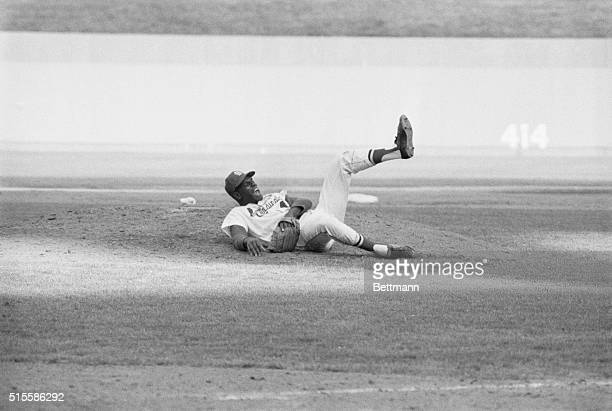 7/15/1967St Louis MO Cards' ace pitcher Bob Gibson yells in pain after being hit on the right leg on a smash hit by Pirates' Roberto Clemente in the...