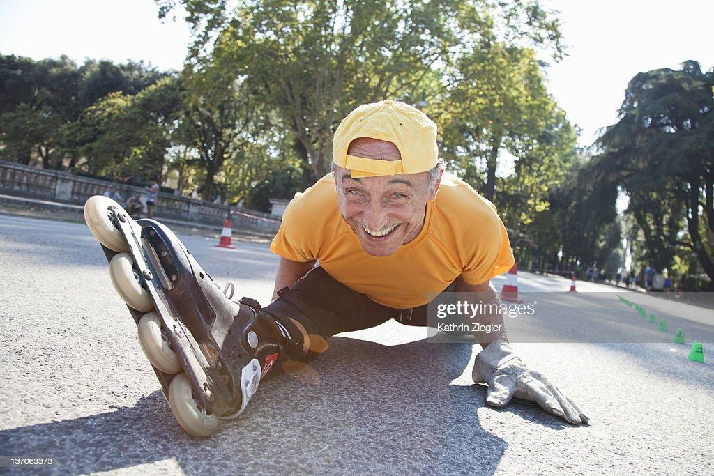 73-year-old skater doing the splits : Stock Photo
