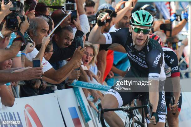 Sam Bennett a Belgiumborn Irish professional cyclist from BoraHansgrohe team wins the opening stage the 1767km Alanya to Kemar stage of the 53rd...
