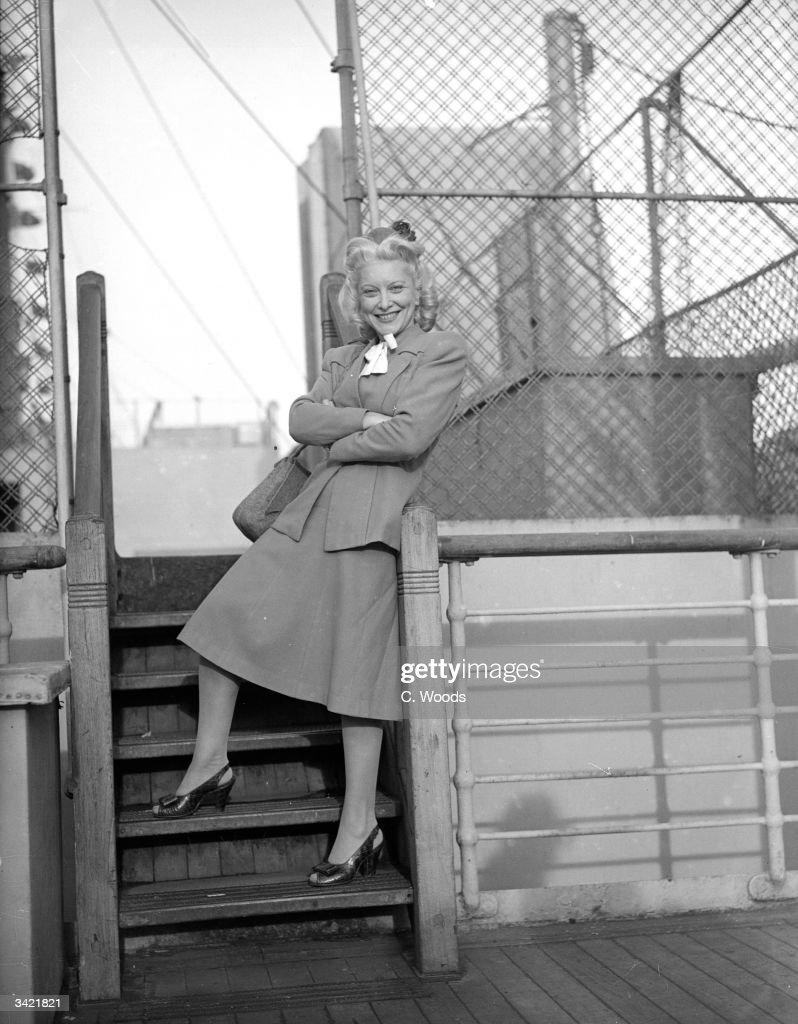 American revue star Frances Day (1907 - 1984) at Southampton Docks.