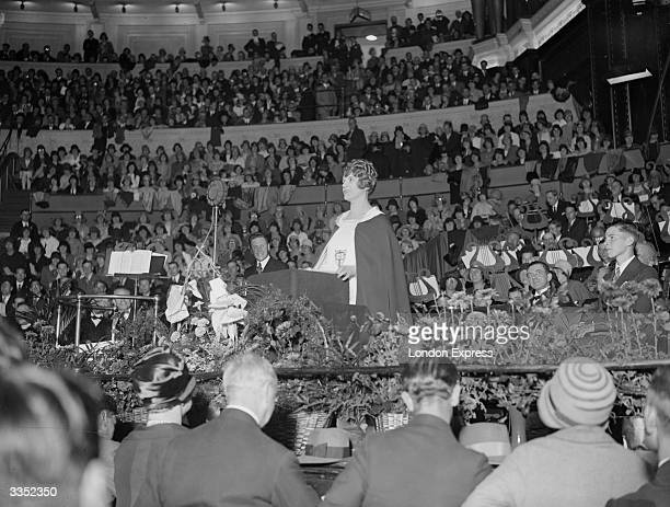 Canadianborn US Pentecostal evangelist Aimee Semple McPherson preaching to a huge crowd at the Albert Hall London at the start of a six week campaign